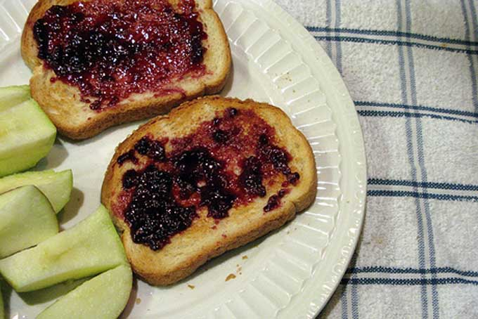 Jam on toast with green apple slices | Foodal