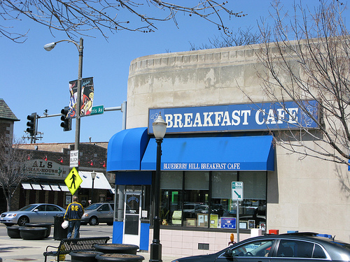 The outside of Blueberry Hill Breakfast Cafe o La Grange, IL
