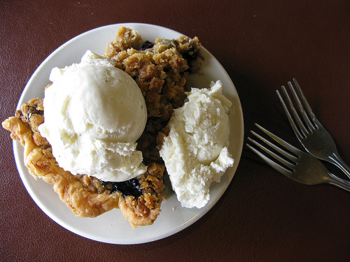Delicious blueberry crumb pie made with brown-sugary, oatmeal-type crumble mixed and topped with scoops of creamy vanilla ice cream.