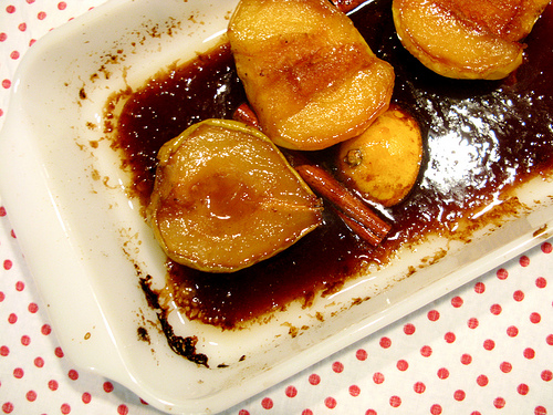 Delicious roasted apples and pears flavored with cinnamon and caramel sauce.
