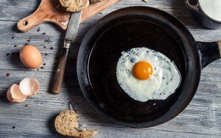 Cast Iron and Carbon Steel Skillets – Which is Better For Your Home Kitchen?