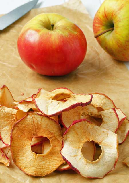 Drying apple rings with a food dehydrator | Foodal.com