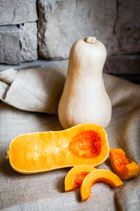 Whole and Sliced Butternut Squash | Foodal/com