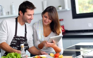 Cooking With Your Spouse | Foodal.com