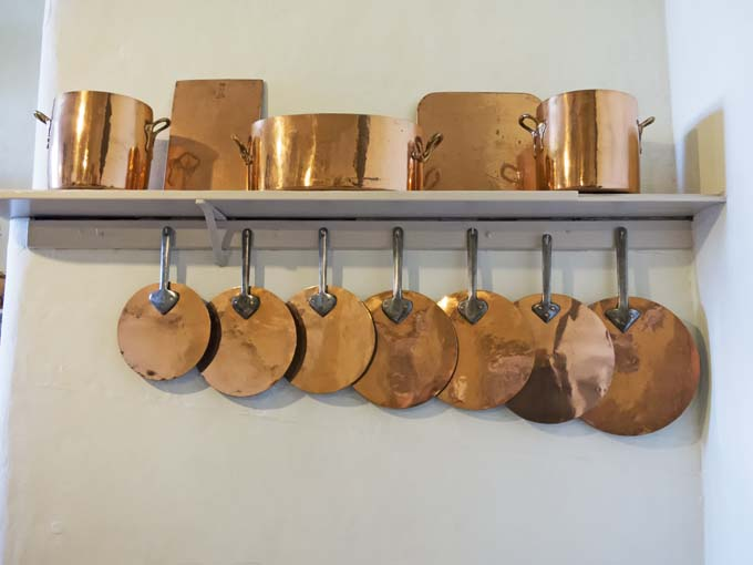 Using copper cookware as decorative AND functional equipment in your kitchen | Foodal.com
