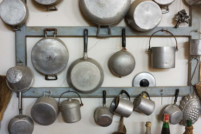 Put you old pots and pans to other uses - Foodal.com
