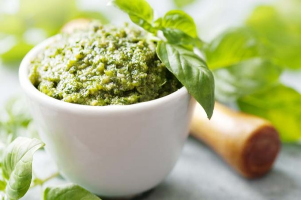 Pesto Pecan Kale Sauce | Foodal.com