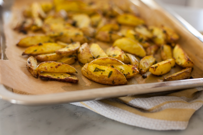 crispy roasted turmeric potatoes-5