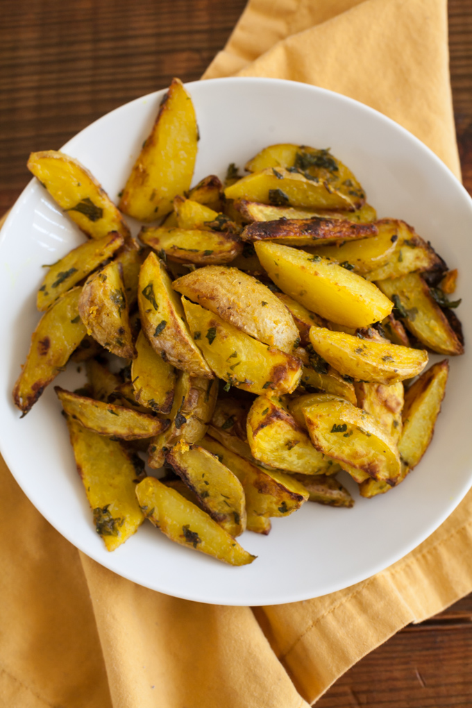 crispy roasted turmeric potatoes-9