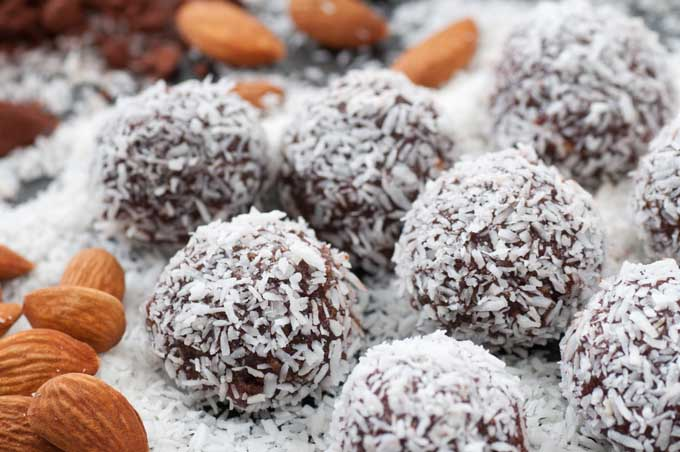 Cacao Bliss Balls Recipe | Foodal.com
