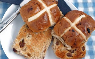 Easter Hot Cross Buns: a British Tradition