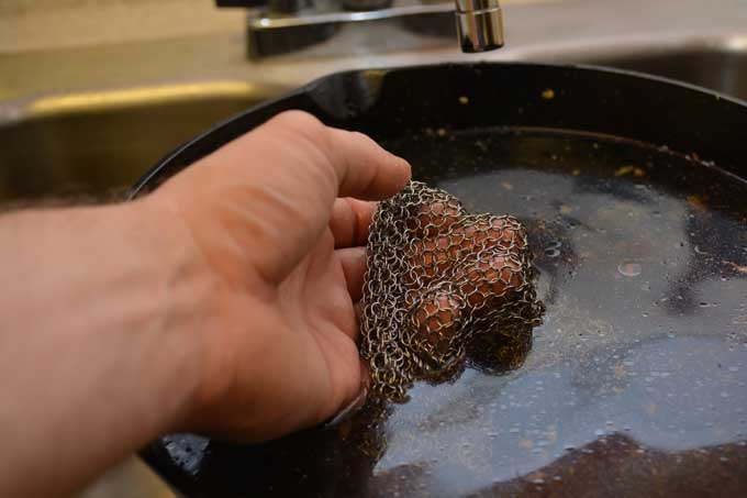 Using the Ringer Chainmail Cast Iron Scrubber | Foodal.com