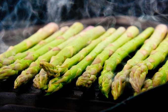 Grilling Asparagus | Foodal.com