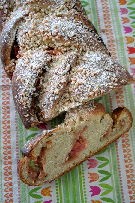 Recipe for Rhubarb Yeast Bun | Foodal.com
