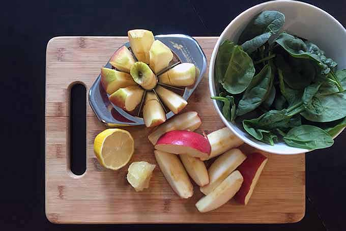 Ingredients to Make Homemade Spinach Apple Juice | Foodal.com