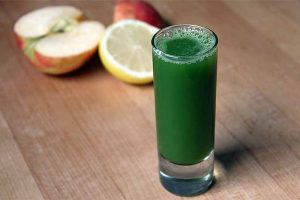 Spinach Apple Juice: A Simple Green Juice for Beginners