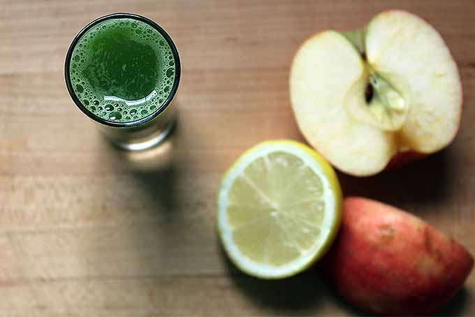 Green Juice with Apple and Lemon | Foodal.com