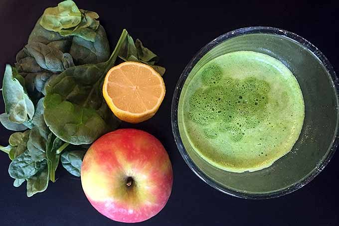 Make This Green Juice with Just Three Ingredients | Foodal.com