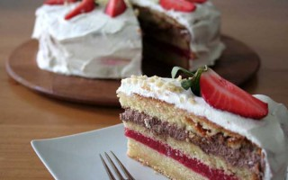 Make An Impression With This Festive Strawberry Layer Cake | Foodal.com