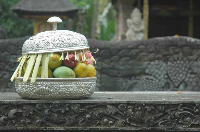 An offering of mangoes at a Hindu temple | Foodal.com