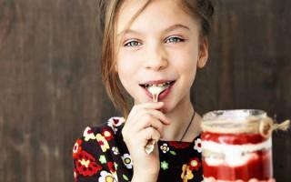 Making Desserts in Mason Jars | Foodal.com