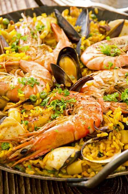 Making Seafood Paella | Foodal.com