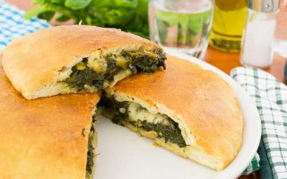 Quick and Easy Spinach Calzones | Foodal.com