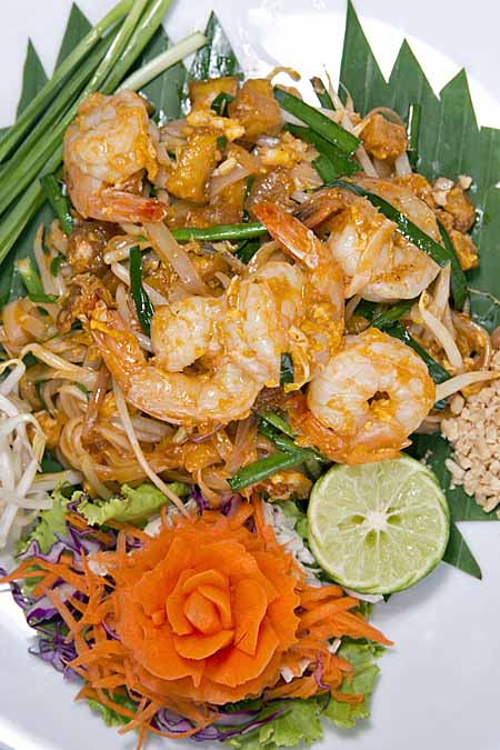 Thai cuisine a complete primer on cooking taste foodal recipe for pad thai with prawns and chicken foodal forumfinder Images