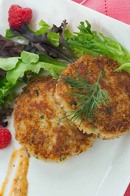 Recipe for Western Crab Cakes With Lemon Aioli | Foodal.com