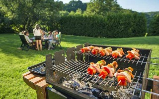 Backyard Charcoal BBQ Grills: Picking the Best for Your Budget