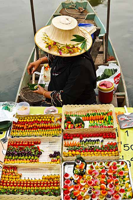 Traditional Bangkok Floating Market | Foodal.com