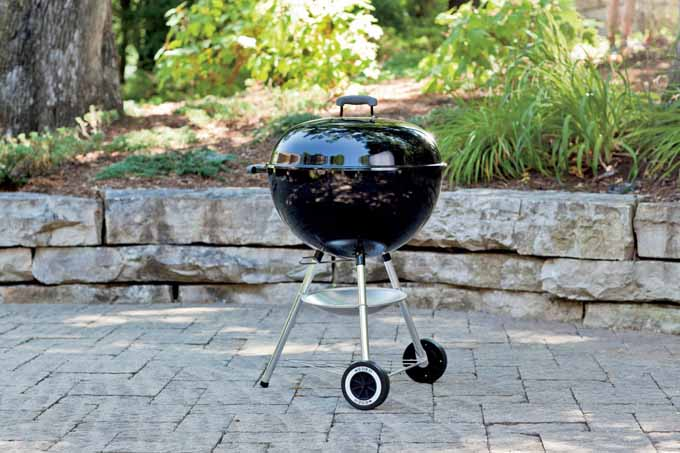 Weber 741001 Silver One-Touch 22-Inch Kettle Grill, Black | Foodal.com