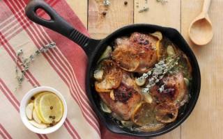 Chicken Thighs with Lemon Slices, Oregano, Garlic, and White Wine