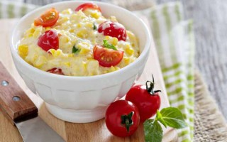 Corn and Cream Cheese Dip With Cherry Tomatoes | Foodal.com