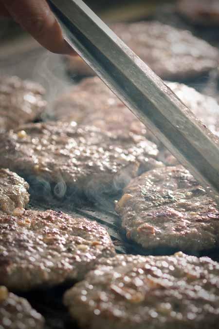 Grilling Hamburgers | Foodal.com