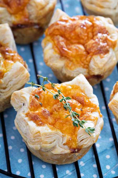 Recipe for Mini Quiche with Puff Pastry and Cheese | Foodal.com