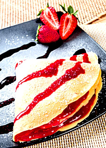 Crepes With Strawberry Sauce | Foodal.com