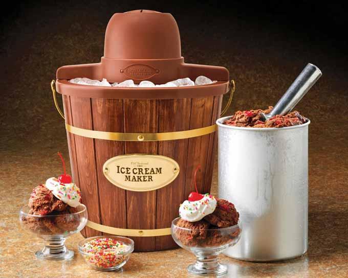 Nostalgia Electrics ICMW400 4-Quart Wooden Bucket Electric Ice Cream Maker Review | Foodal.com