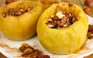 Baked Apples With Dried Fruit and Nuts | Foodal.com