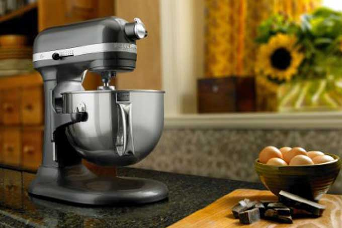 KitchenAid KP26M1X Professional 600 Series 6 Quart Stand Mixer Review |  Foodal.com