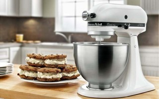 Review of the KitchenAid K45SSOB 4.5-Quart Classic Series Stand Mixer | Foodal.com
