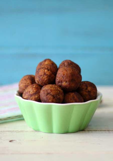 Chocolate Peanut Butter Quinoa Balls | Foodal.com