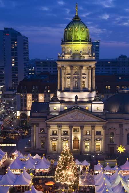 Christmas Market at the Gendarmenmarkt in Berlin | Foodal.com