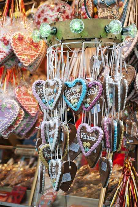 Gingerbread hearts at a German Christmas Market | Foodal.com