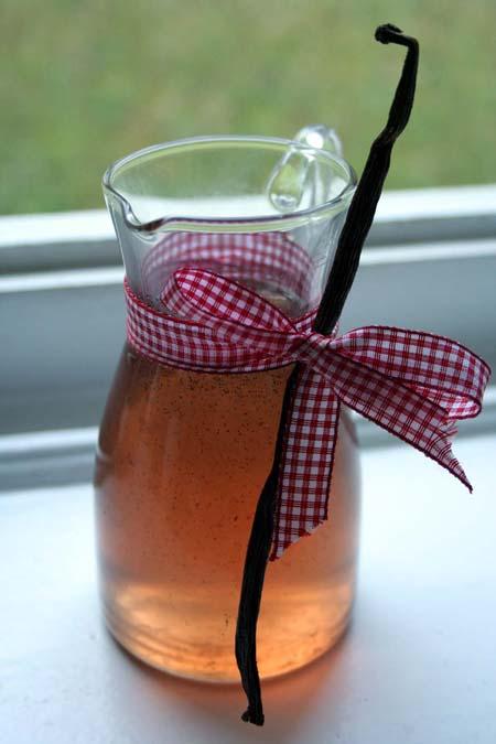 Homemade Vanilla Syrup | Foodal.com
