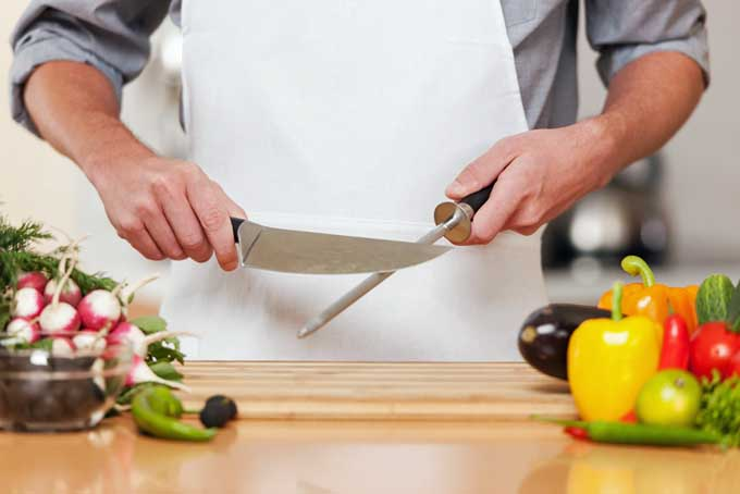 Maintaining and sharpening your chef's knife | Foodal.com