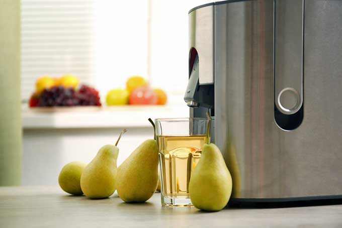 Making pear juice with a juicer | Foodal.com