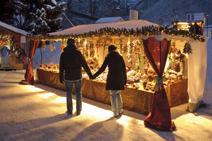 Shopping for gifts at the Christmas market in Ettal, Germany | Foodal.com