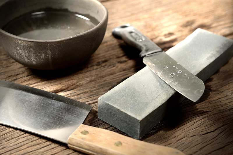 Sharpening kitchen knives with stones | Foodal.com
