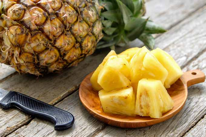 Pineapple can descrease inflammation in joints and assist with digestion | Foodal.com